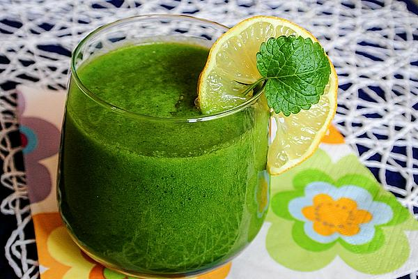 Green Smoothie with Kiwi, Apple, Spinach