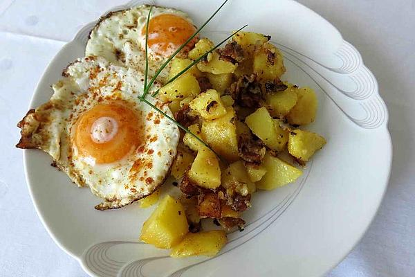 Fried Potatoes with Scrambled or Fried Eggs