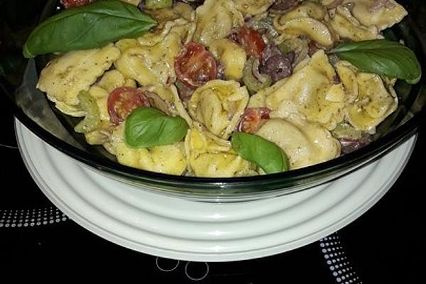 Mediterranean Ravioli Salad