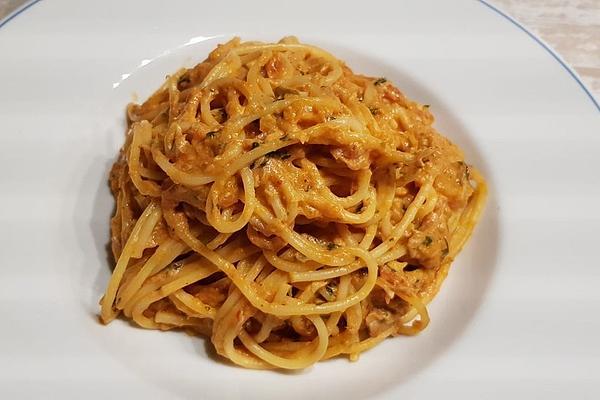 Spaghetti with Tomato – Tuna – Cream – Sauce
