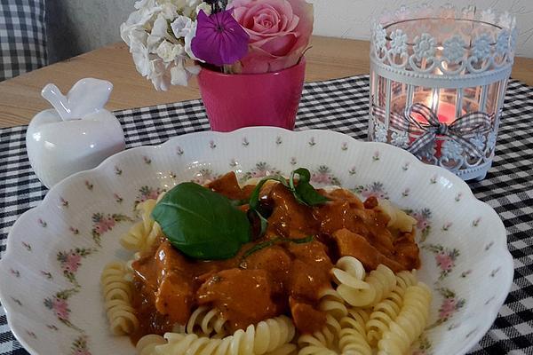 Tagliatelle Con Pollo E Tomato