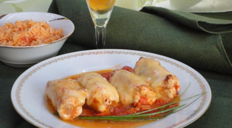 Rolls with Cheese in Tomato Sauce